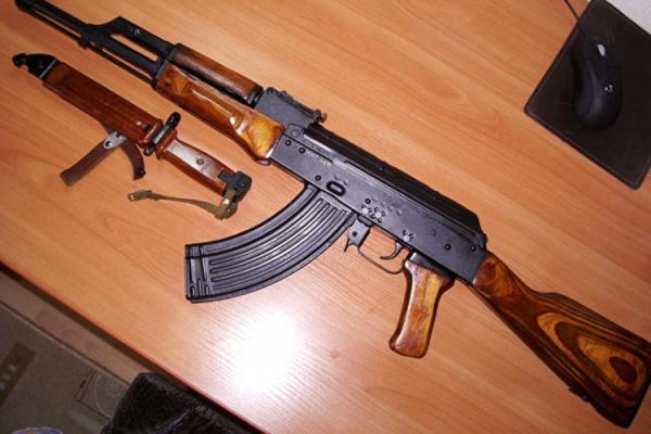 Криминал: У жителя Красной Поляны нашли автомат, два револьвера, два пистолета, два меча и 14 ножей