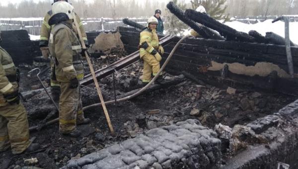 Происшествия: В Томской области при пожаре в одноэтажном доме погибли одиннадцать человек