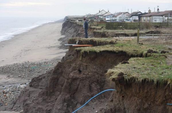 Природа: Британское побережье Холдернесс  размывает море
