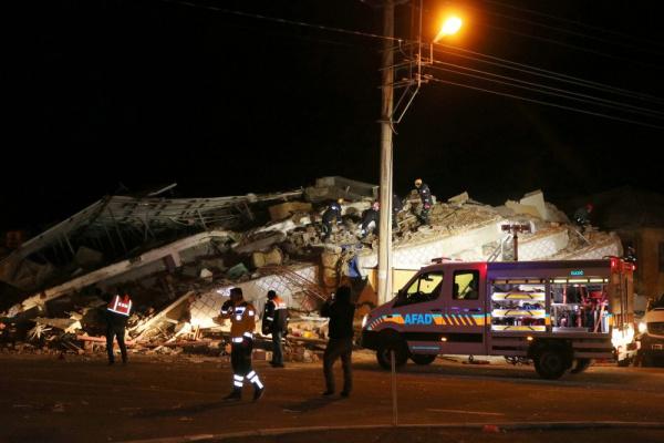 Происшествия: В Турции растет число жертв землетрясения: 18 погибших