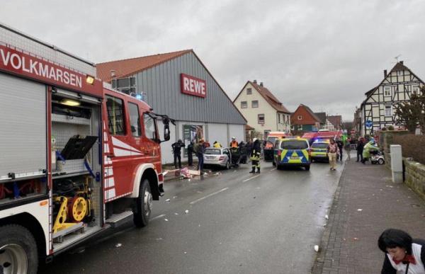 Происшествия: В Германии автомобиль въехал в толпу на карнавале