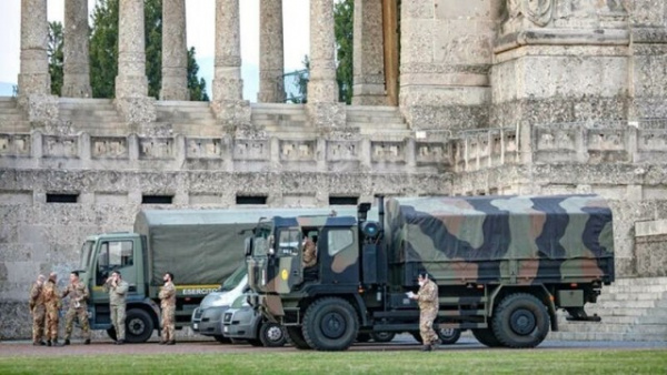 Коронавирус: В итальянском Бергамо к вывозу тел умерших от коронавируса привлекли армию