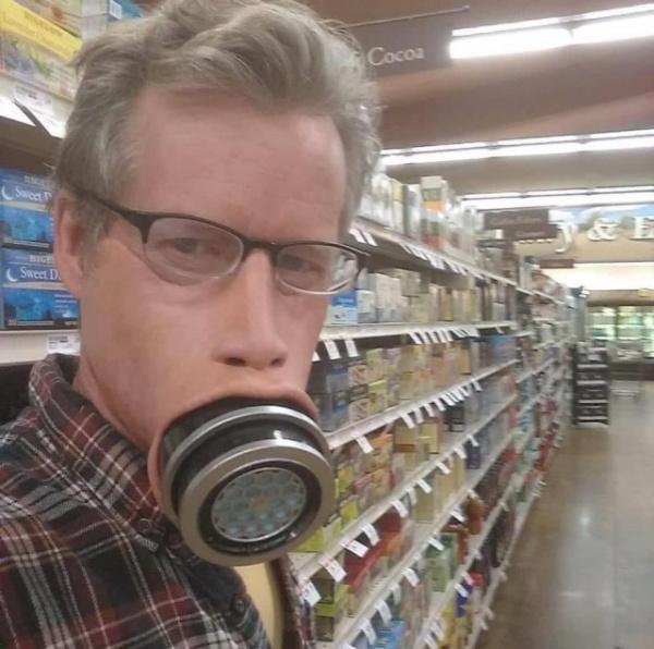 Коронавирус: Художник по спецэффектам сделал себе маску от коронавируса