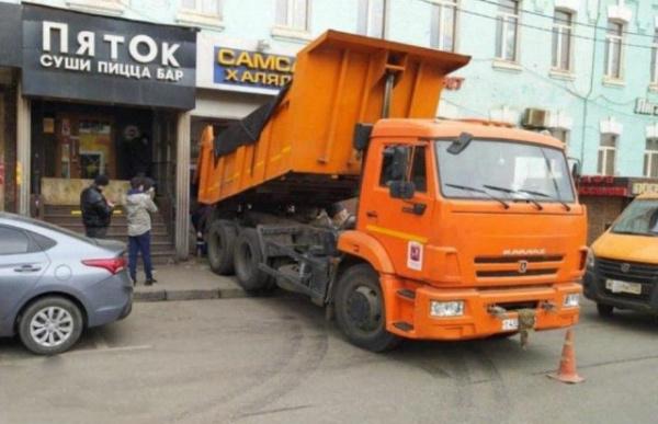 Происшествия: В центре Москвы *звкрыли* кафе, которое продолжало работать во время карантина