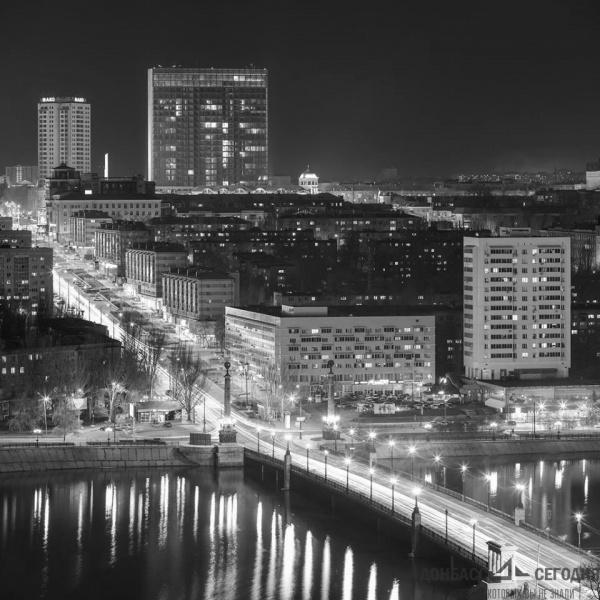 Страны: Донецк снова будут называть Сталино, а Луганск Ворошиловградом