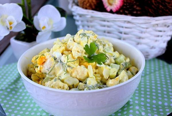 Кухня: Салат из цветной капусты, яиц и огурца