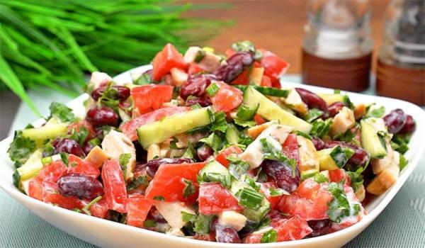 Кухня: Салат с курицей и фасолью