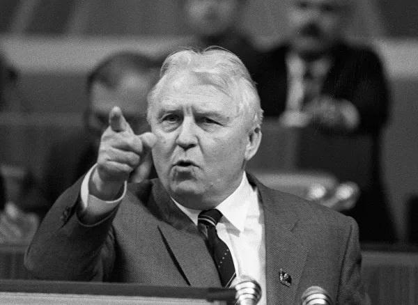 История: С чего началась *антиалкогольная* кампания Горбачева