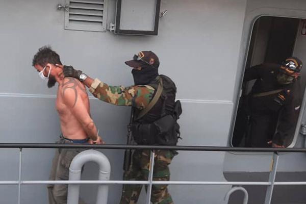 Блог djamix: Венесуэльцы переодели пойманного пендосского наёмника Айран Берри :-)