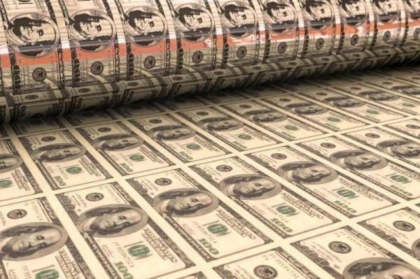 Экономика: Китай продает госдолг США из-за девальвации доллара
