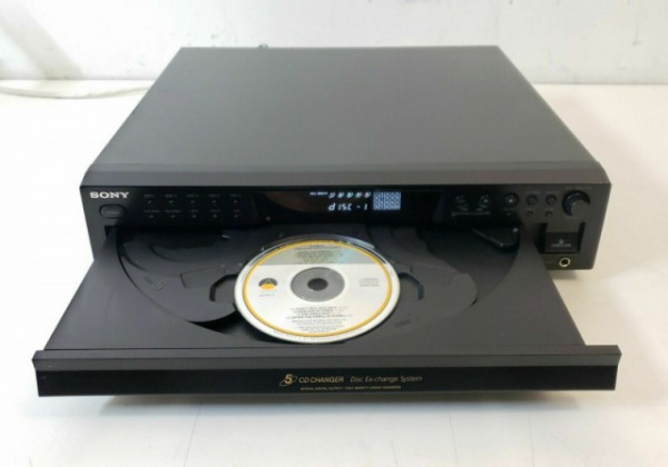 Интересное: А Вы видели бублик из 100 CD дисков? а из 200? а из 400? Посмотрите на удивительные аппараты SONY