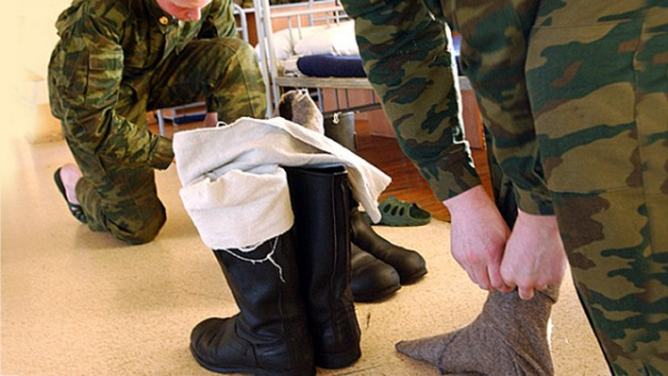 Война: Ответ американскому эксперту: Зачем русскому солдату вонючие тряпки на ногах?