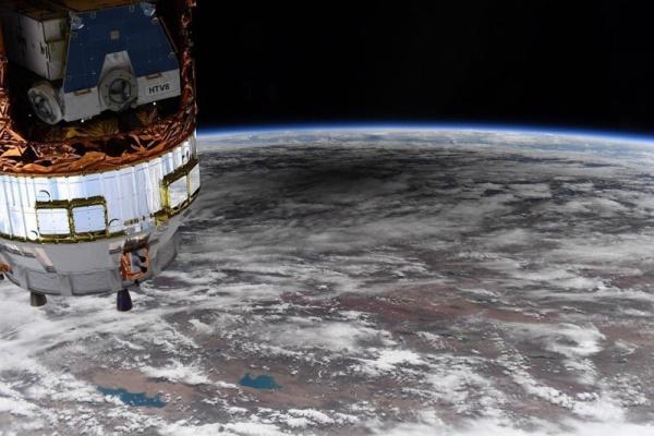 Интересное: Американский астронавт сфотографировал с МКС тень от кольцевого затмения