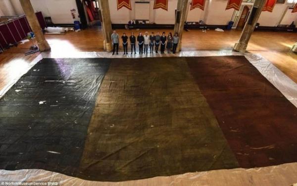 История: Французский боевой флаг с корабля Genereux 74, захваченный в Средиземном море в 1800 году