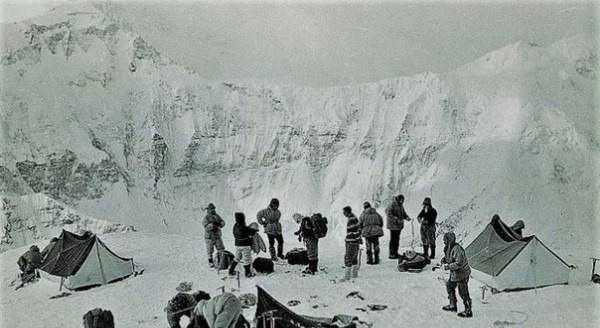 Происшествия: Гибель группы альпинисток СССР Эльвиры Шатаевой
