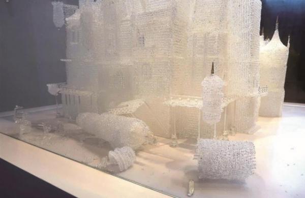 Происшествия: Дети играли в музее и разбили самый большой стеклянный зАмок в мире