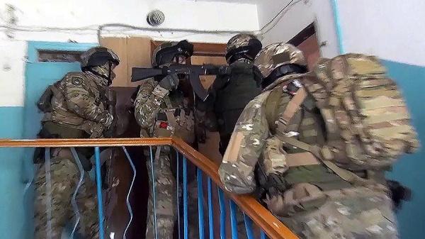 Терроризм: Сотрудники ФСБ задержали 22 участника ячейки террористической организации «Исламское движение Узбекистана»