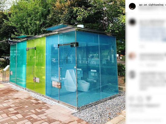 Безумный мир: В Токио установили прозрачные общественные сортиры