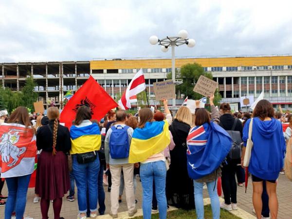 Белоруссия: Настоящие *белорусы* на митинге в Минске:-)