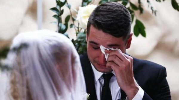 Семья: Девушка узнала о скорой смерти и вышла замуж за любимого