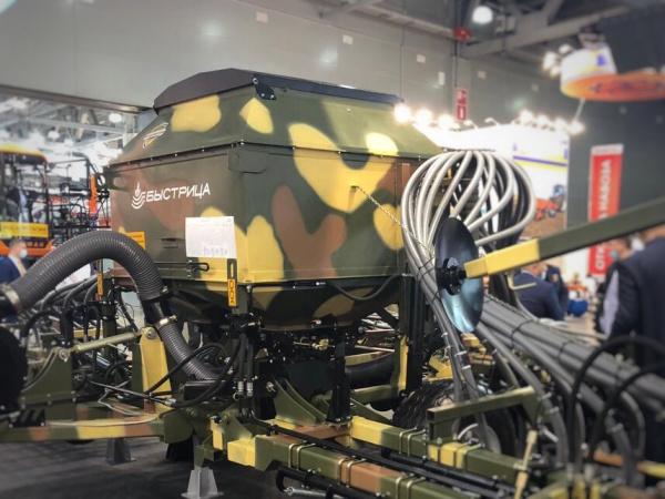 Интересное: «Росэлектроника» продемонстрировала сельхозтехнику на «Агросалоне-2020» в камуфляжной расцветке