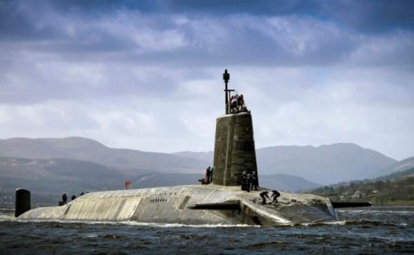 Происшествия: Офицер британской подлодки не смог разгрузить ядерные ракеты, потому что был потрясающе пьян
