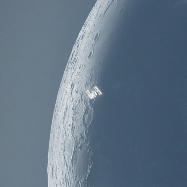 Интересное: МКС на фоне Луны и Солнца