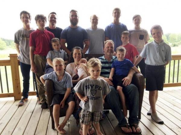 Семья: У семейной пары в Мичигане после 14 сыновей подряд наконец-то родилась дочь