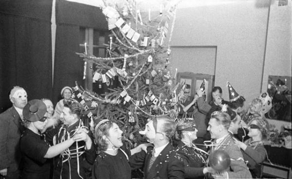 История: Как Сталин разрешил праздновать Новый год