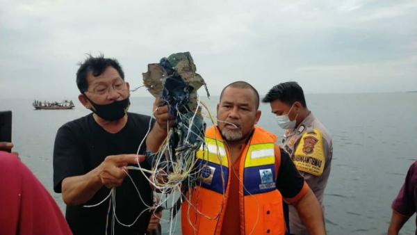 Происшествия: Boeing 737-500 пропал с радаров после вылета с Джакарты