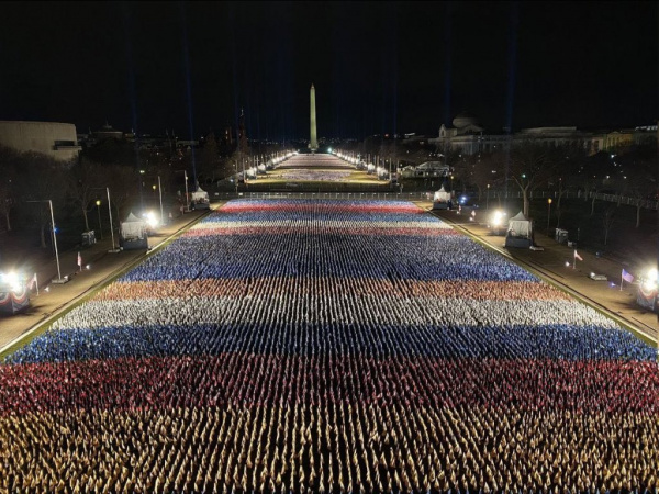 Интересное: Флаги для байденовской инаугурации в Вашингтоне образовали российский триколор