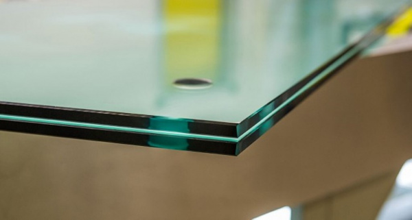Интересное: Почему стекло с торца кажется зеленым?