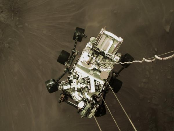 Интересное: Perseverance прислал первые цветные снимки, сделанные во время посадки на Марс