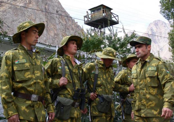 Страны: Переименовать воинские звания на госязык предложили в Таджикистане