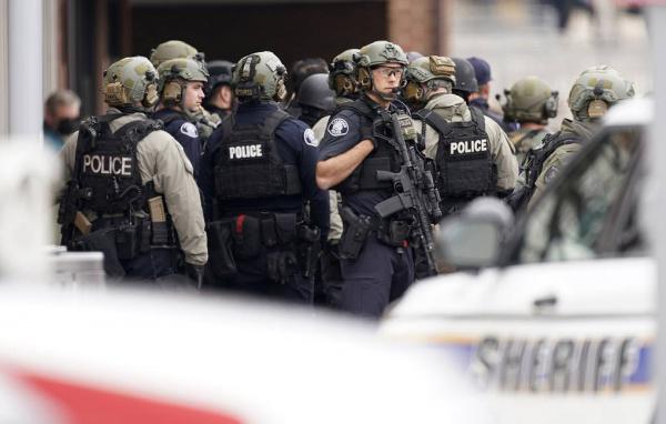 Происшествия: Шесть человек погибли при стрельбе в Колорадо