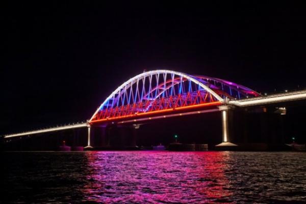 Интересное: Новая подсветка Крымского моста