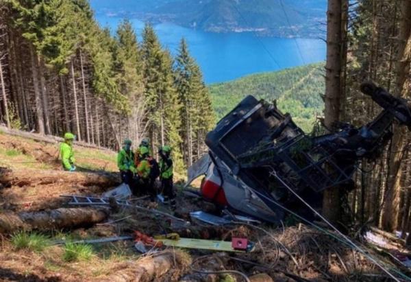 Происшествия: В Италии рухнула кабина фуникулера. Погибло девять человек.