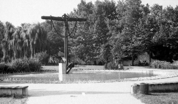 Адлер: В Комсомольском сквере Сочи реконструируют фонтан *Два якоря*