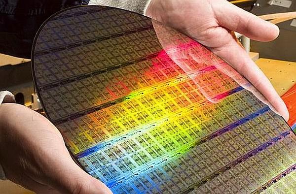 Технологии: Крупнейший в мире производитель чипов поднимает цены