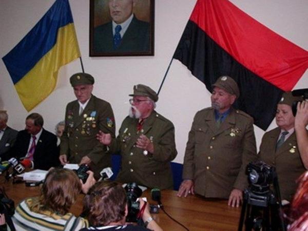 Право и закон: ФСБ рассекретила имена украинцев, руководивших казнями мирных жителей во время ВОВ