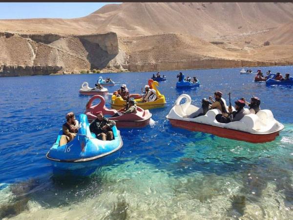 Страны: Талибы на курорте :-)