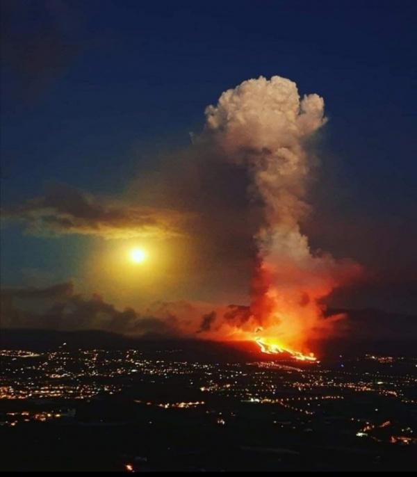 Природа: На Канарах началось извержение вулкана. Жителей эвакуируют