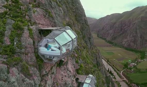 Интересное: Ужасающие прозрачные капсулы-отели, повисшие на высоте 120 м