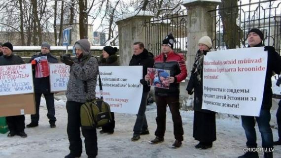 Общество: *Родители Эстонии* провели пикет на Вышгороде