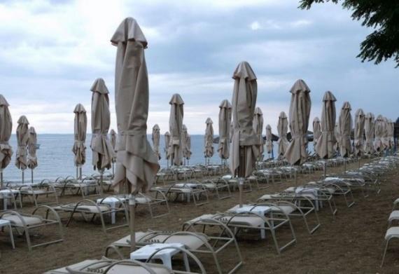 Картинки: Пляж в представление одинокой девушки