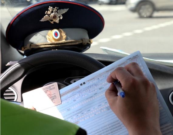 Право и закон: Госдума одобрила лишение прав за три нарушения