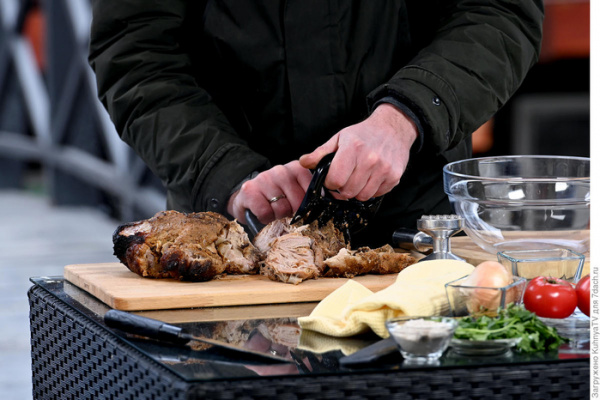 Кухня: Рваная свинина, запечённая в углях