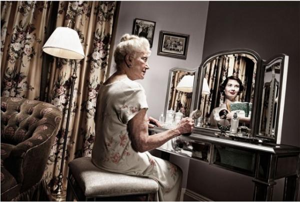 Жизнь: Отражение прошлого в фотопроекте Тома Хасси