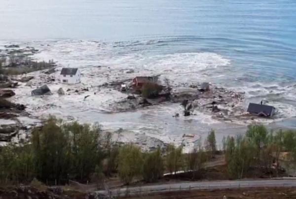 Происшествия: Мощный оползень в считанные секунды отправил в море несколько жилых домов в Норвегии