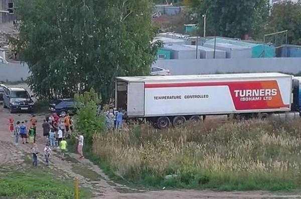 Происшествия: В Казани жильцы микрорайона за два часа разобрали фуру арбузов, которую оставили проветриваться